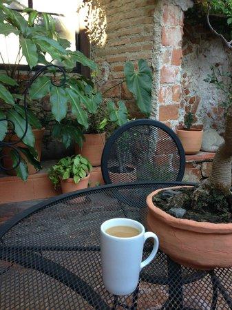 Hotel Casa Ovalle: Courtyard Garden