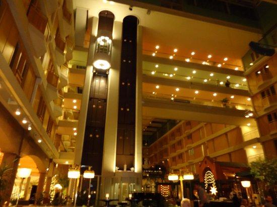 Radisson Blu Scandinavia Hotel, Gothenburg: Elevador panoramico