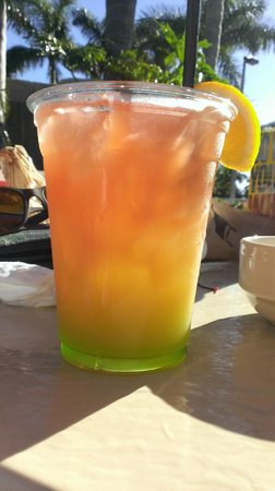 Lovers Key Resort: rum punch at Flippers