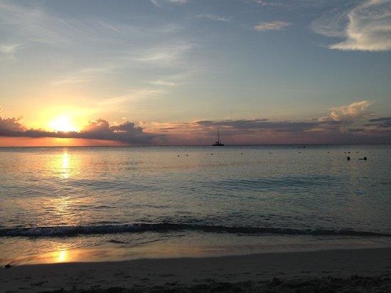 The Westin Grand Cayman Seven Mile Beach Resort & Spa: Sunset