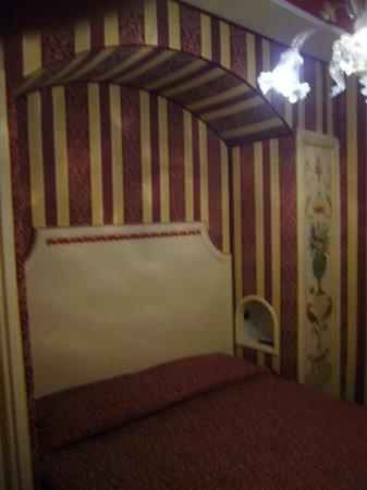 Domus Cavanis: tête de lit 75