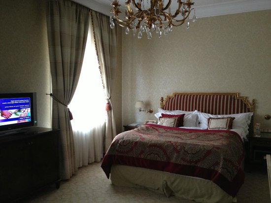 Sofia Hotel Balkan, a Luxury Collection Hotel : room with king bed