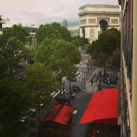 Radisson Blu Hotel Champs Elysees, Paris : View from my room
