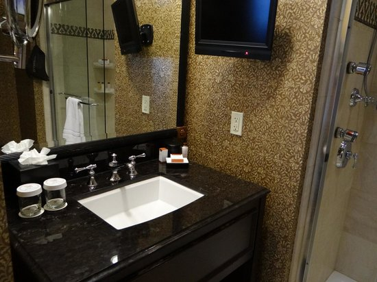 The Roosevelt New Orleans, A Waldorf Astoria Hotel: bathroom sink and TV