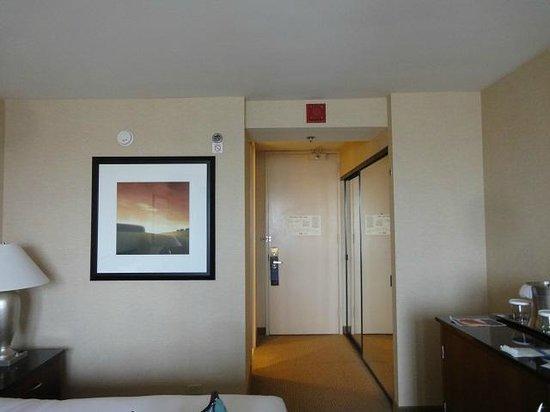 Hilton Chicago O'Hare Airport: とてもシンプルな部屋