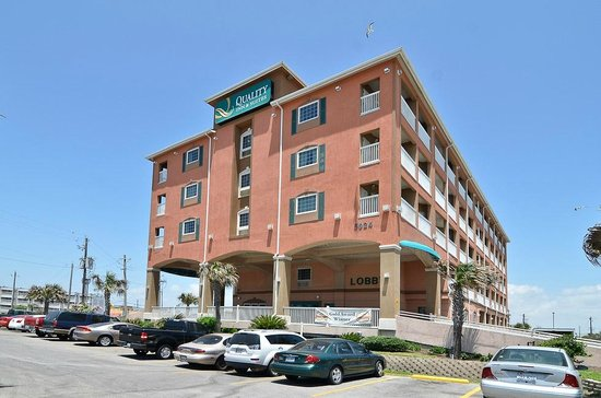 Quality Inn & Suites Beachfront: FRONT OF HOTEL