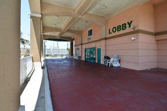 Quality Inn & Suites Beachfront: ENTRY