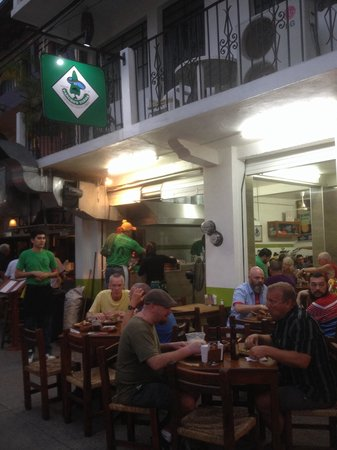 Pancho's Takos: Great location, beside cafe de ollo..always packed!