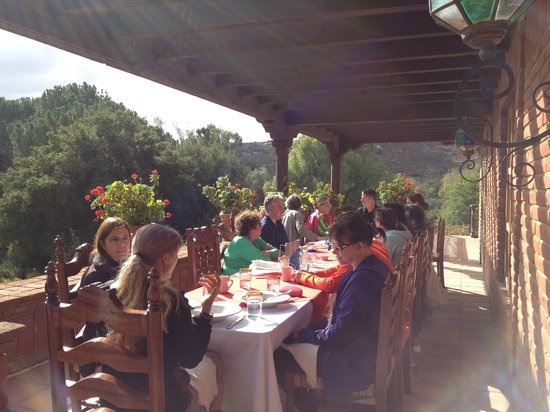 Mountain Trek Fitness Retreat & Health Spa : Dining al fresco at Rancho La Puerta with Mountain Trek