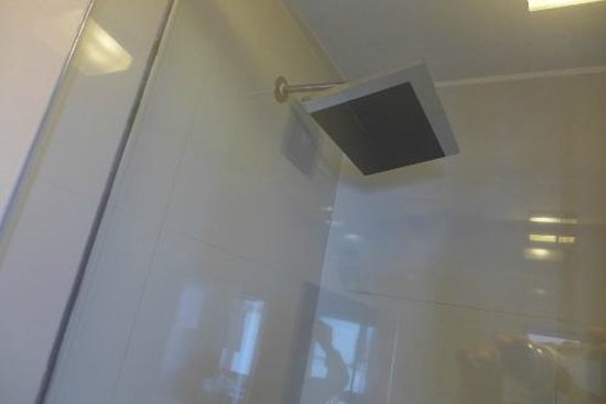 Wakapunku Hotel Boutique: Shower