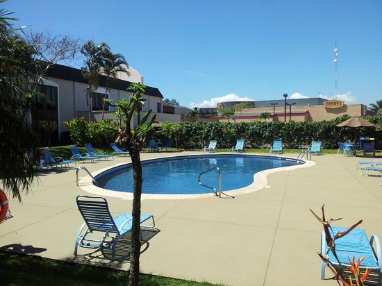 Holiday Inn Express San Jose Airport : Piscina