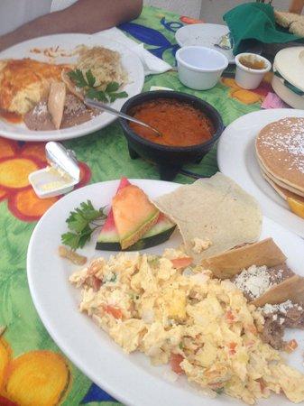 Fredys Tucan: Breakfast for 2