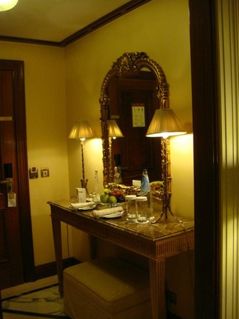 Hotel Grande Bretagne, A Luxury Collection Hotel : mirror