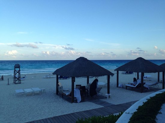 Ritz-Carlton Cancun: A view of the Casitas at around 5PM at the Casitas.