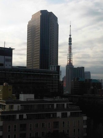 Ana Intercontinental Tokyo: The Tokyo Tower is dwarfed by the Mori building