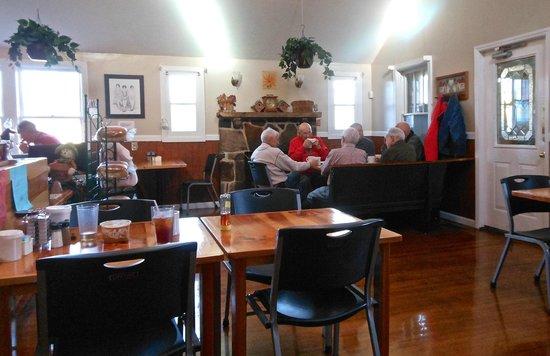 Fireside Restaurant & Pancake Inn: Interior
