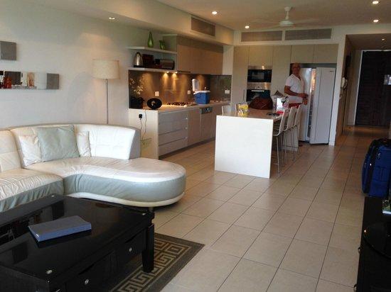 Coconut Grove Apartments: Lounge