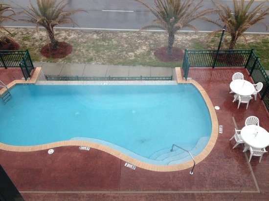 Wingate by Wyndham Gulfport: Pool view from Room 304