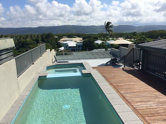Coconut Grove Apartments: Roof top plunge pool and spa.