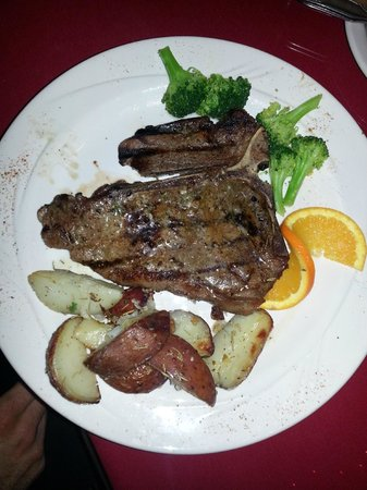La Strada Italian Restaurant : Porterhouse with roasted potatoes