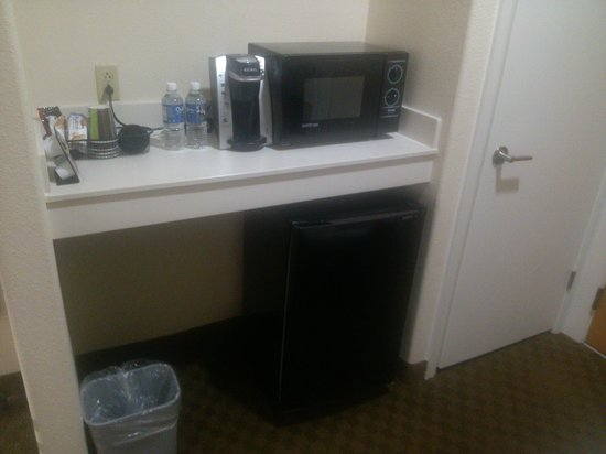 BEST WESTERN PLUS Downtown Inn & Suites : Coffee Bar featuring Keurig