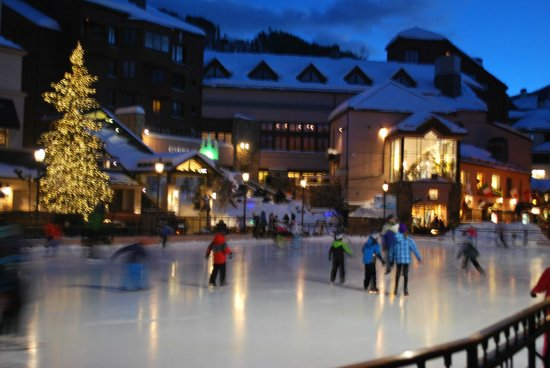 Park Hyatt Beaver Creek Resort and Spa: Step outside and you're right next to the town square and ice rink.
