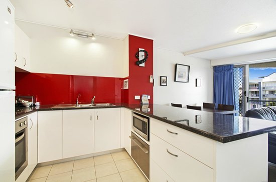 Coral Sea Holiday Apartments : Well appointed Kitchen