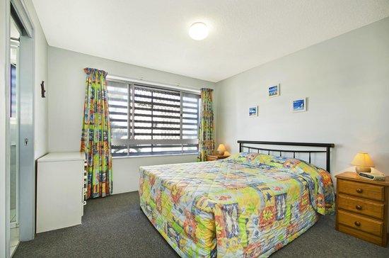 Coral Sea Holiday Apartments : Main Bedroom