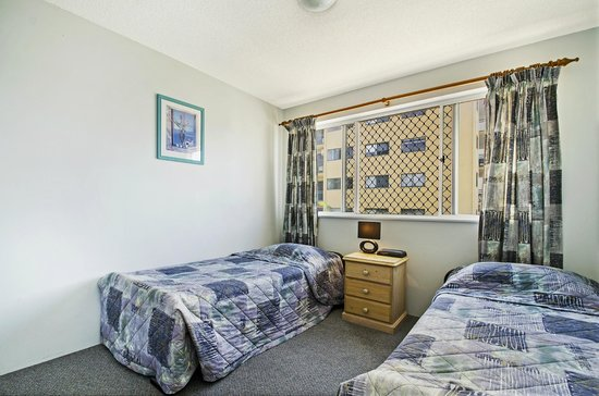 Coral Sea Holiday Apartments: Second Bedroom