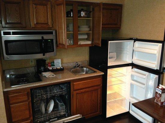 Homewood Suites Syracuse/Liverpool: Full kitchen
