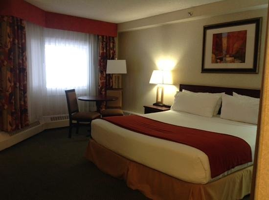 Holiday Inn Express Red Deer: king room