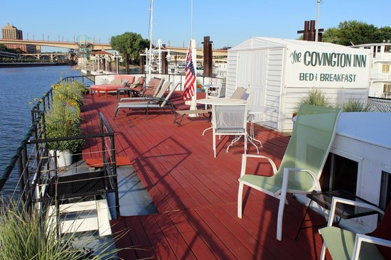 Covington Inn: Deck