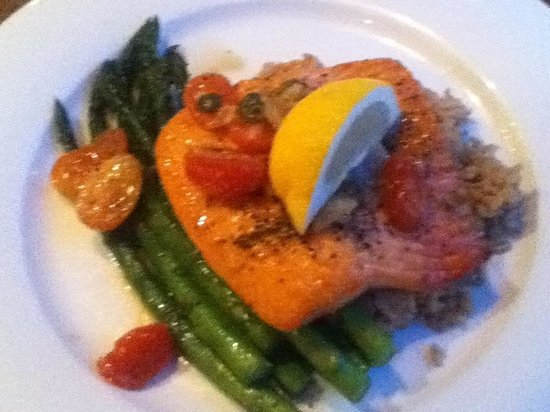 Earls Whistler: Salmon with piquant tomato and caper chutney on brown rice with asparagus / delicious