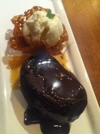 Earls Whistler: Sticky toffee pudding with ice cream in brandy basket