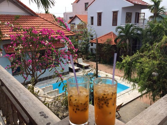 The Hoi An Orchid Garden Villas : Welcomedrink auf unserem Balkon