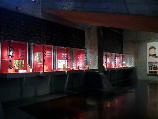International Museum of Watches: Displays