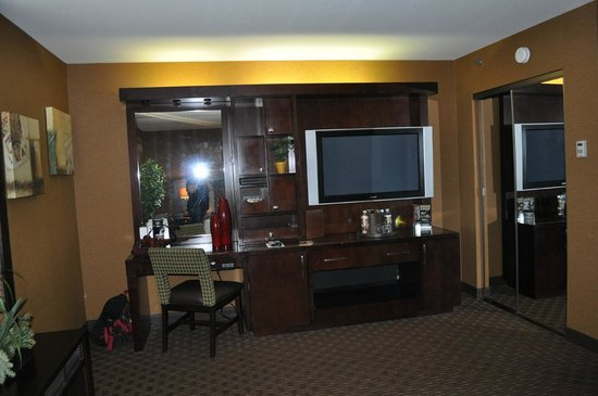 Golden Nugget Hotel: The TV/Desk area