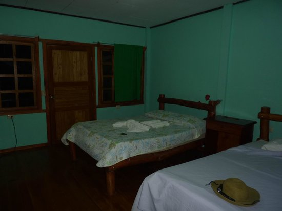 Ranchitos Las Cotingas : Simple rooms, adequate beds