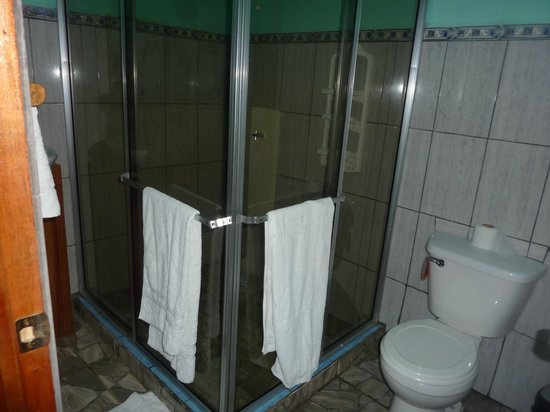 Ranchitos Las Cotingas : Large shower - no hot water, but didn't need in the heat