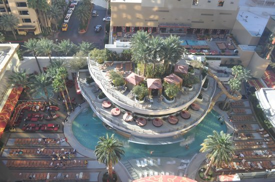 Golden Nugget Hotel: The view from our 16th floor overlooking the pool