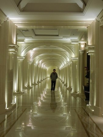 Grand Bravo Guilin: the long corridor on G/F
