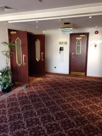 Le Meridien Jeddah: Old and a horrible mould smell