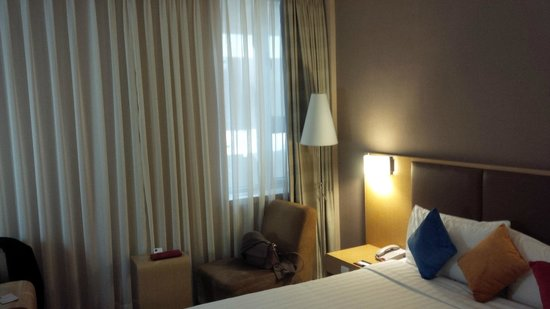 Novotel Xinqiao Beijing: The only small window in our room