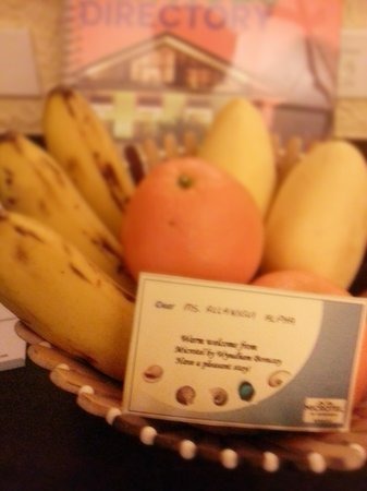 Microtel Inn & Suites by Wyndham Boracay: welcome fruit platter