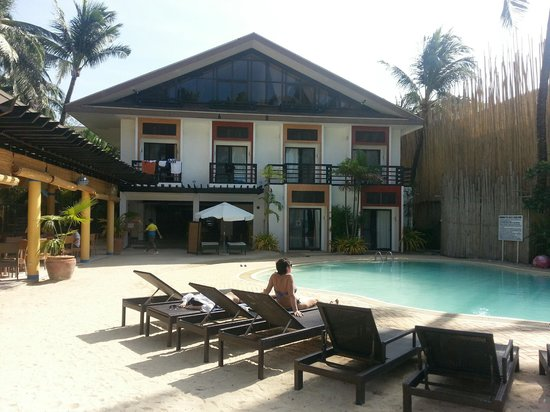 Microtel Inn & Suites by Wyndham Boracay: Microtel from the shore