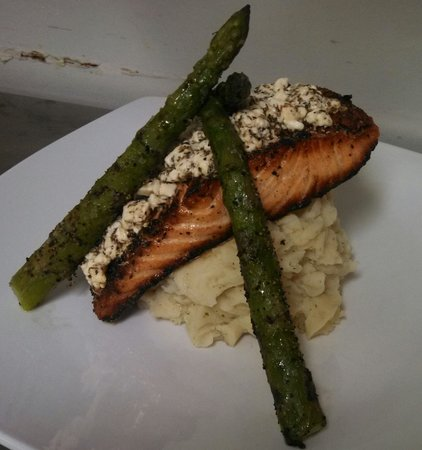 Spiro's Downtown Restaurant: Herb Feta Salmon