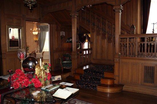 Alexander Mansion Bed & Breakfast: lobby