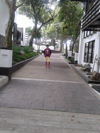 T House Tagaytay: Way going to the Lobby