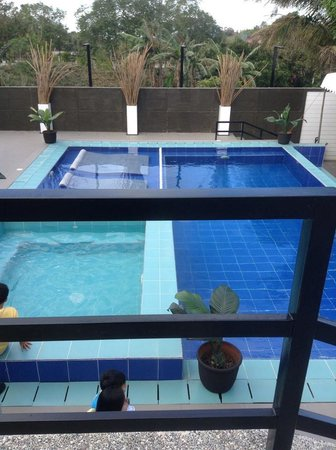 T House Tagaytay: Pool