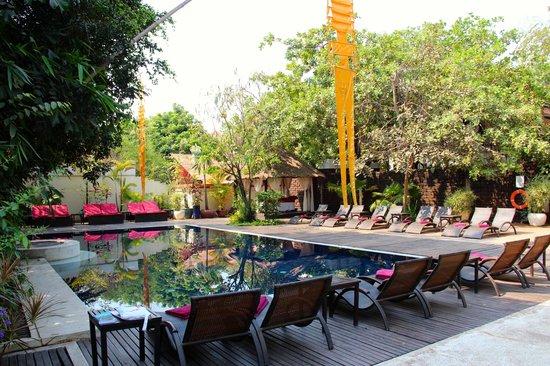 Heritage Suites Hotel: Piscine